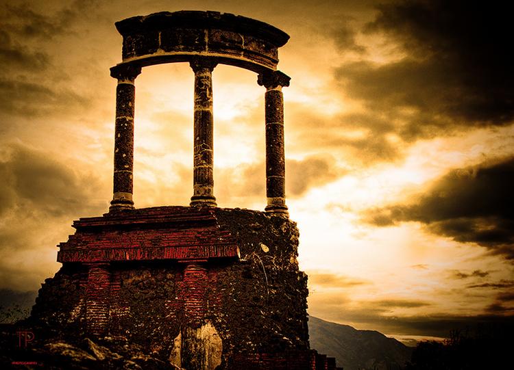Photographer Thorpe Griner's travels to Pompeii Italy.