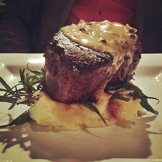 Valentine's dinner at Hannah's is definitely one way to impress a lady. Look at that meat!Photo by  @stefinseascales .