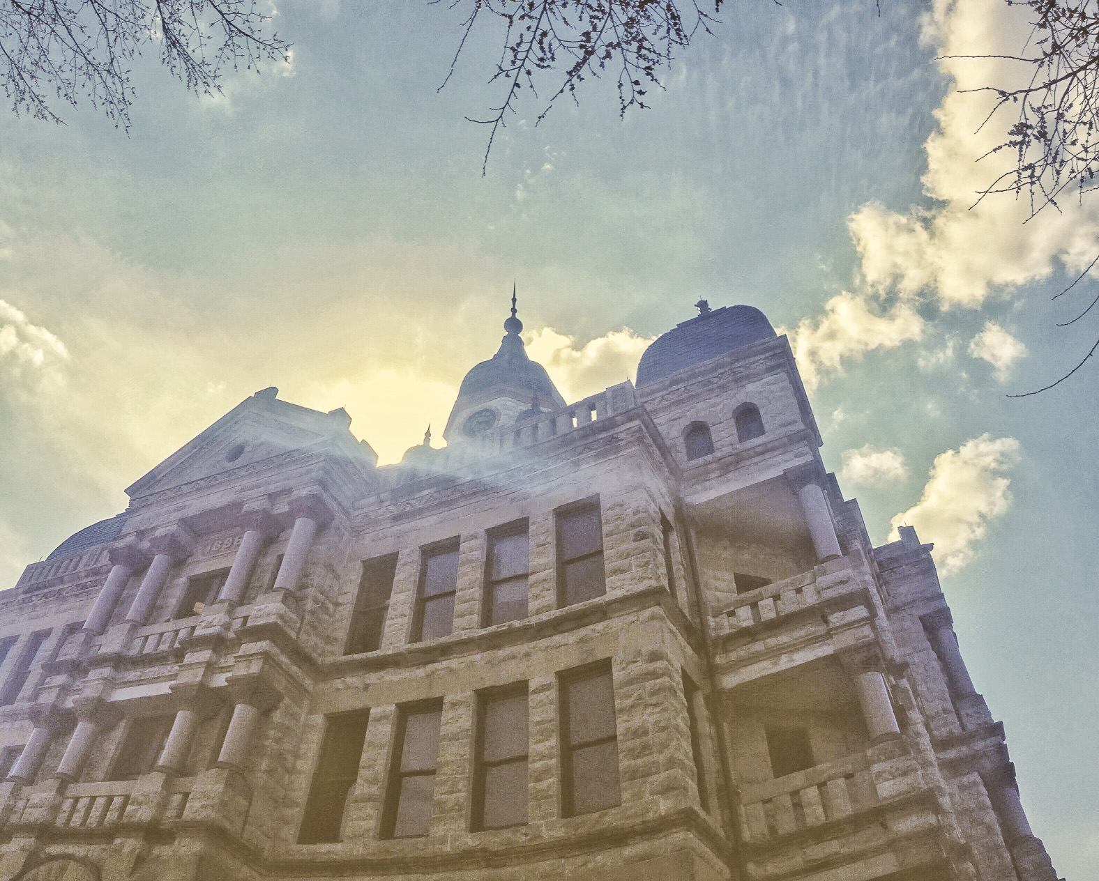 Did you read in that intro paragraph where we said we had good weather? This is what we meant. Of course, you kind of have to take a photo of the courthouse when the weather is nice (we think there's a law about it in town).