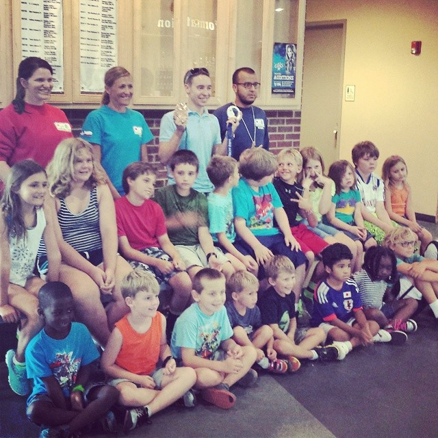 Olympian Jordan Malone taught a bunch of kiddos how to get on the ice! @discoverdenton.