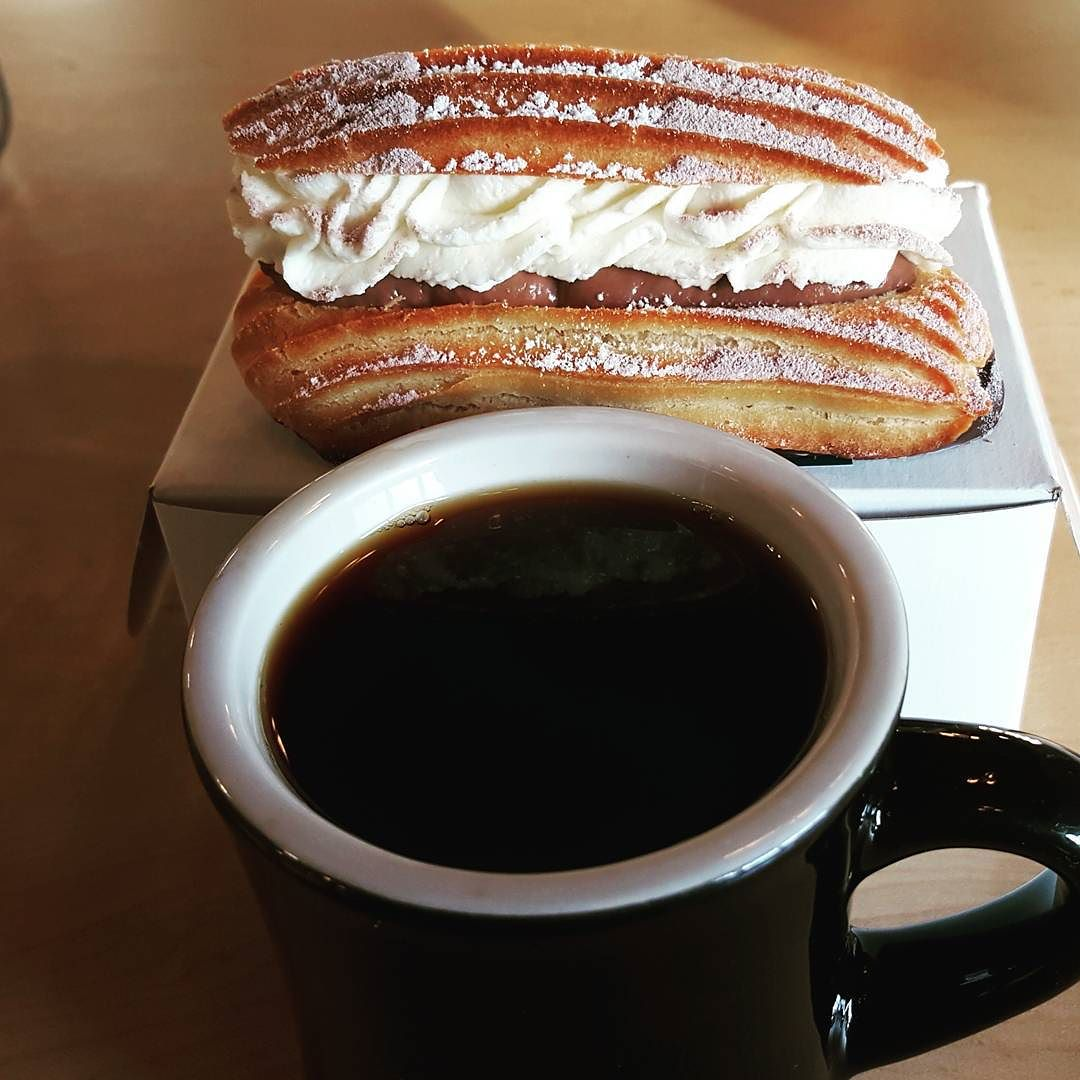 A Ravelin eclair and some coffee from @tihleigh.
