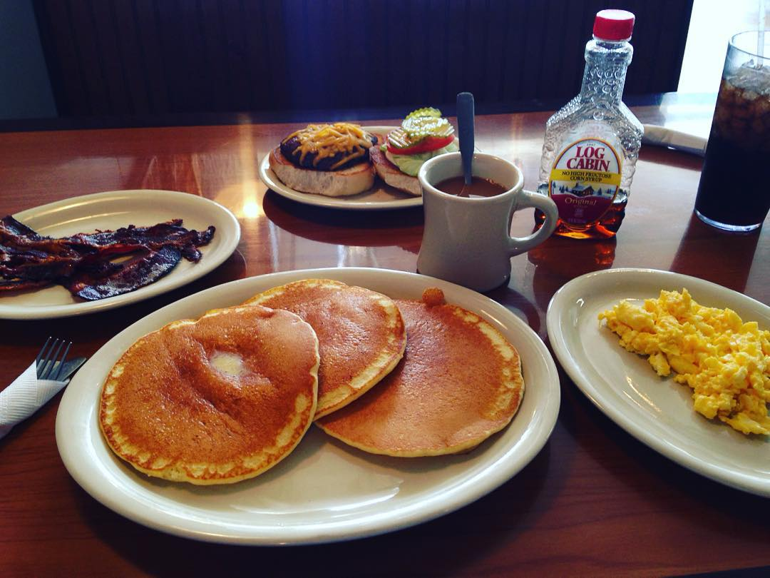 Let's end this week with a gigantic breakfast platter from Dix Coney Island courtesy of @txbhrtfld.