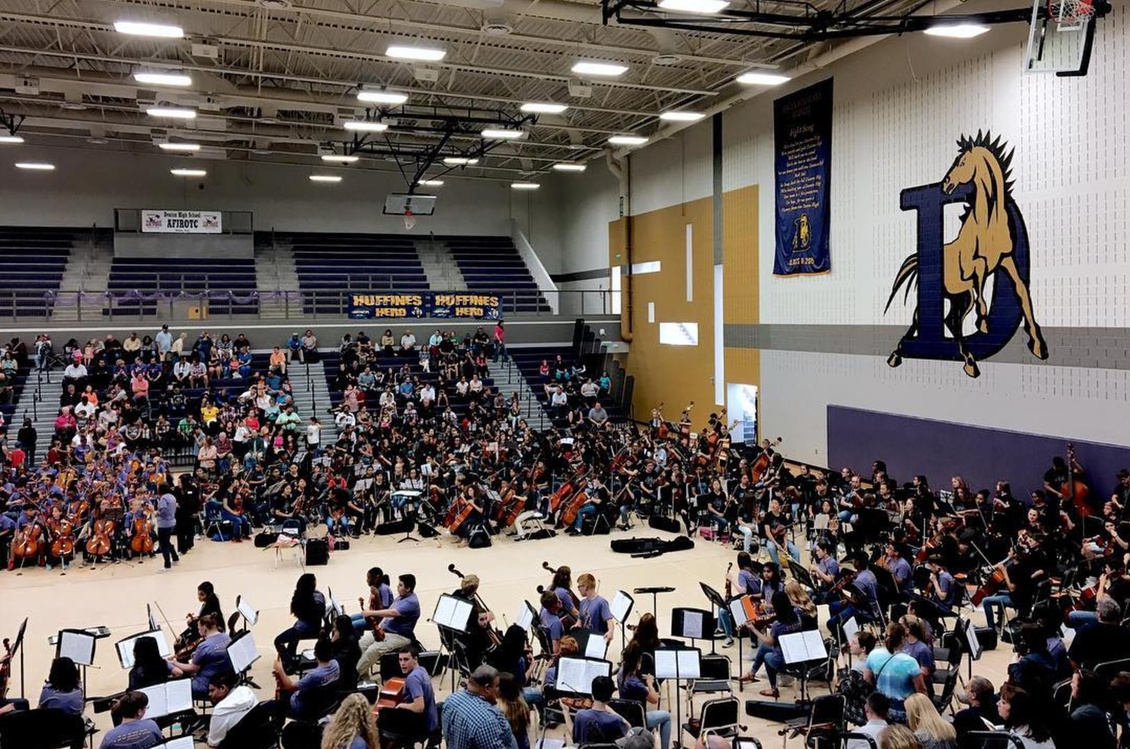 String Fling at Denton High School. Photo by @kkendrickbigley.