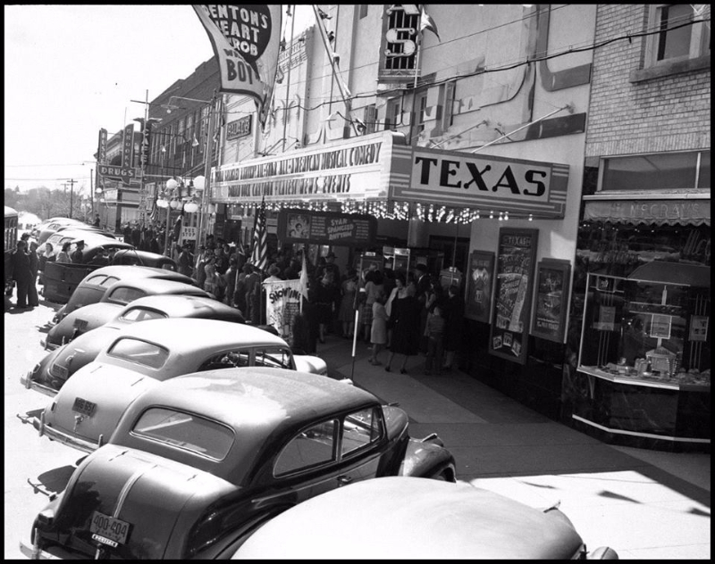 Texas Theater, part of Theater Row, 1942 . Photo courtesy UNT Digital Libraries.