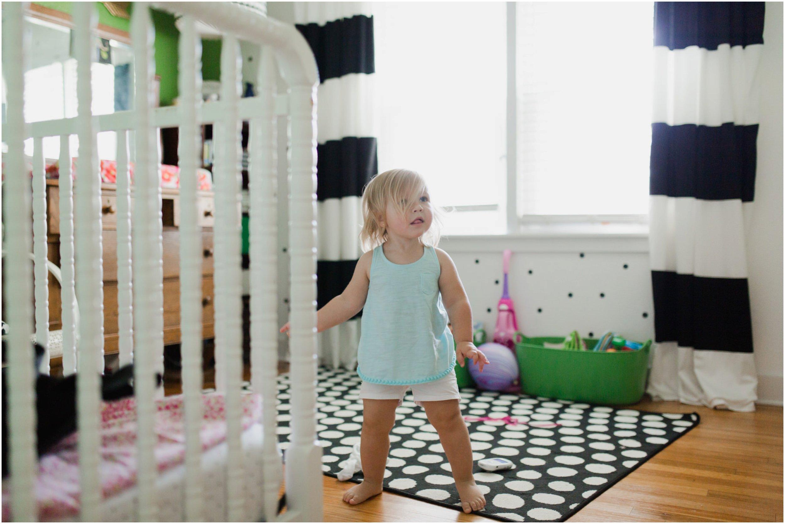 lifestyle_toddler_photographer_oklahoma_playful_fun_at_home
