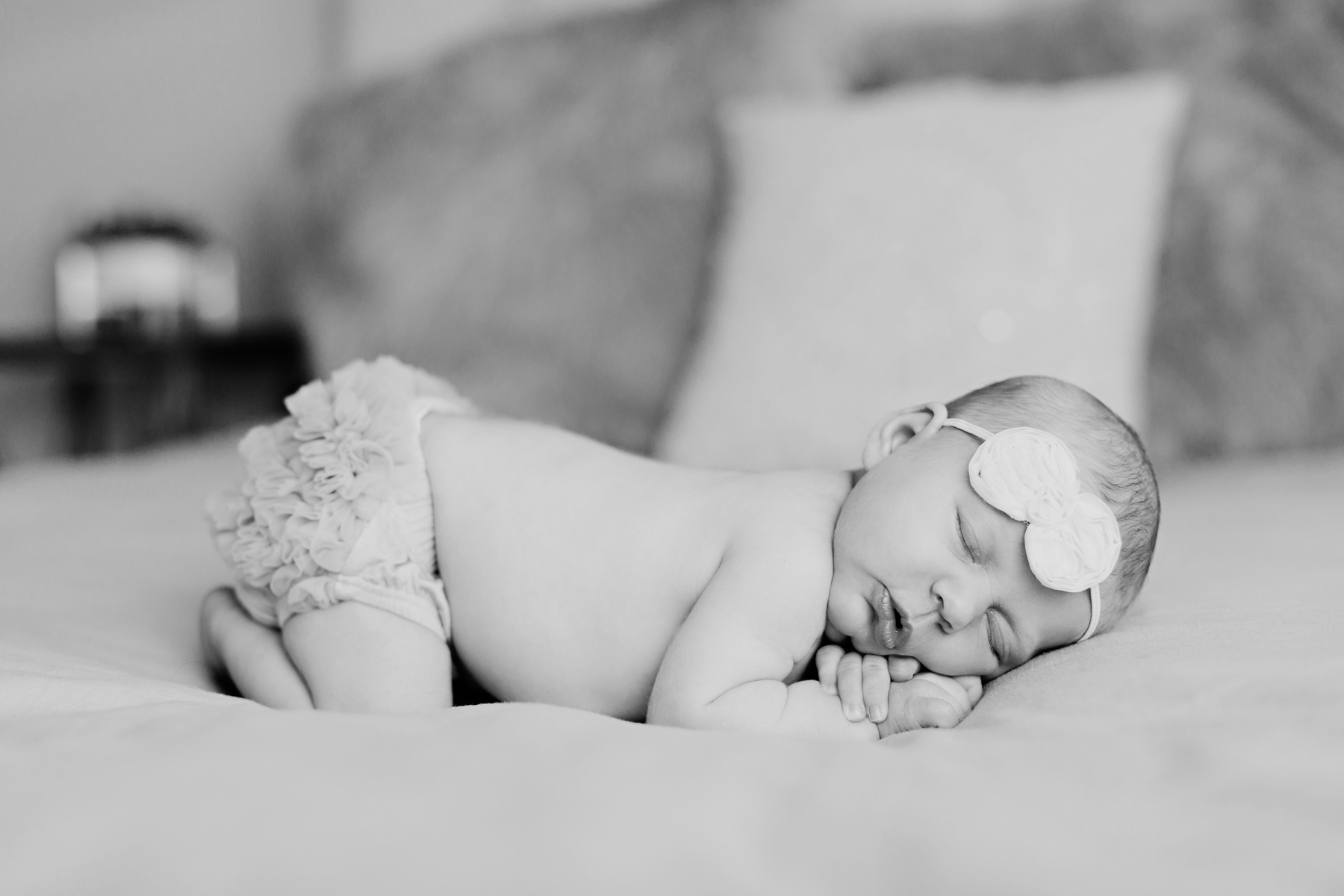 sleepy_newborn_photos_OKC_best_photographer_lifestyle.jpg