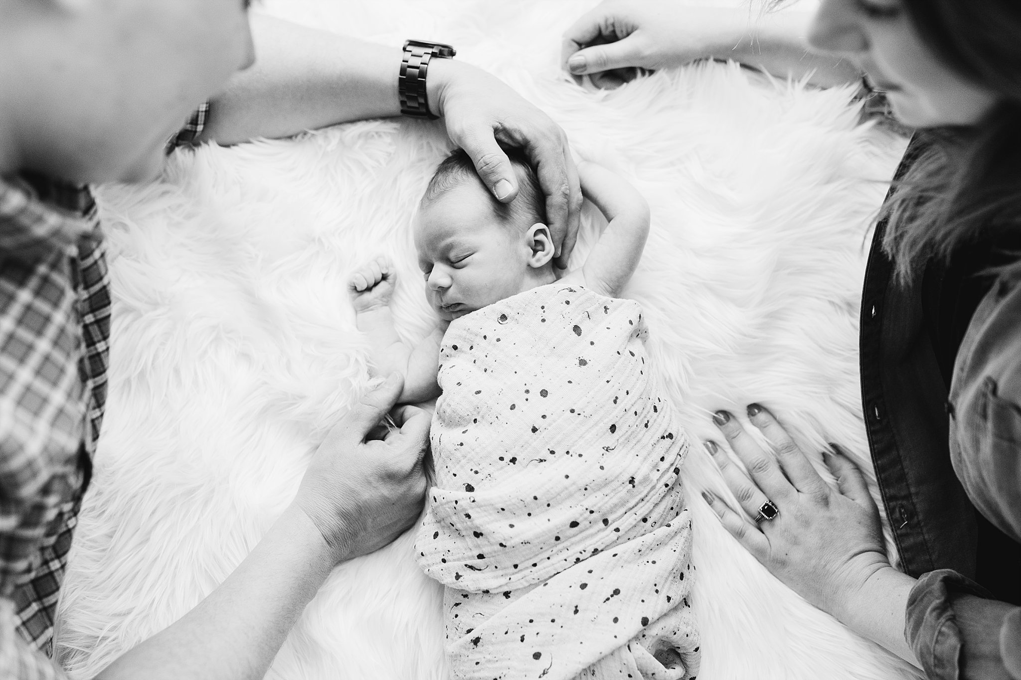 oklahoma-photographers-newborn-black-and-white-family-lifestyle.jpg
