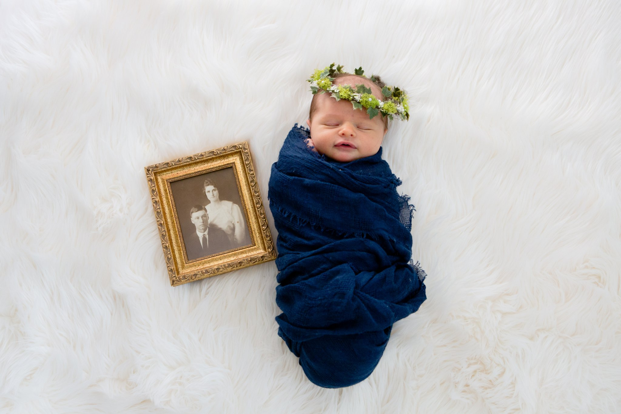 oklahoma-city-newborn-photographer-okc-lifestyle-swaddle-flowers.jpg