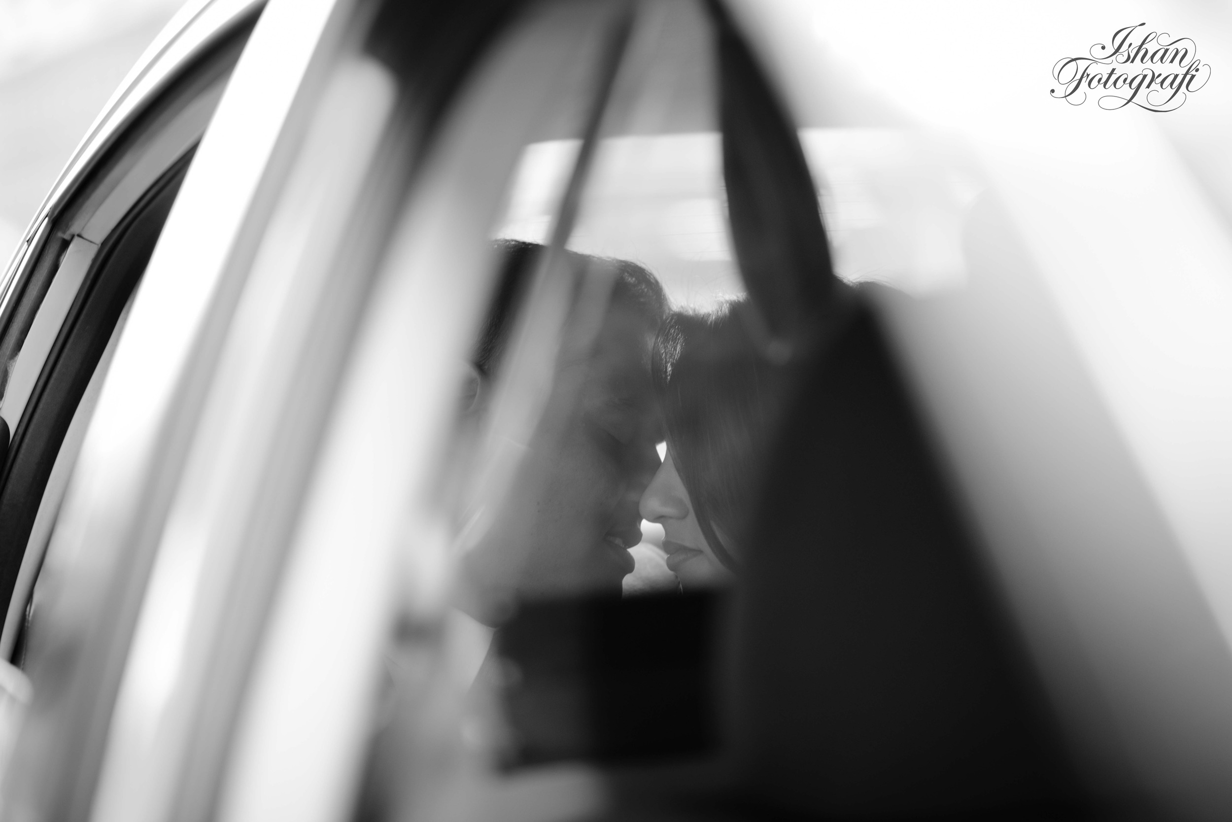 intimate-moment-in-a-ny-yellow-cab-ishanfotografi