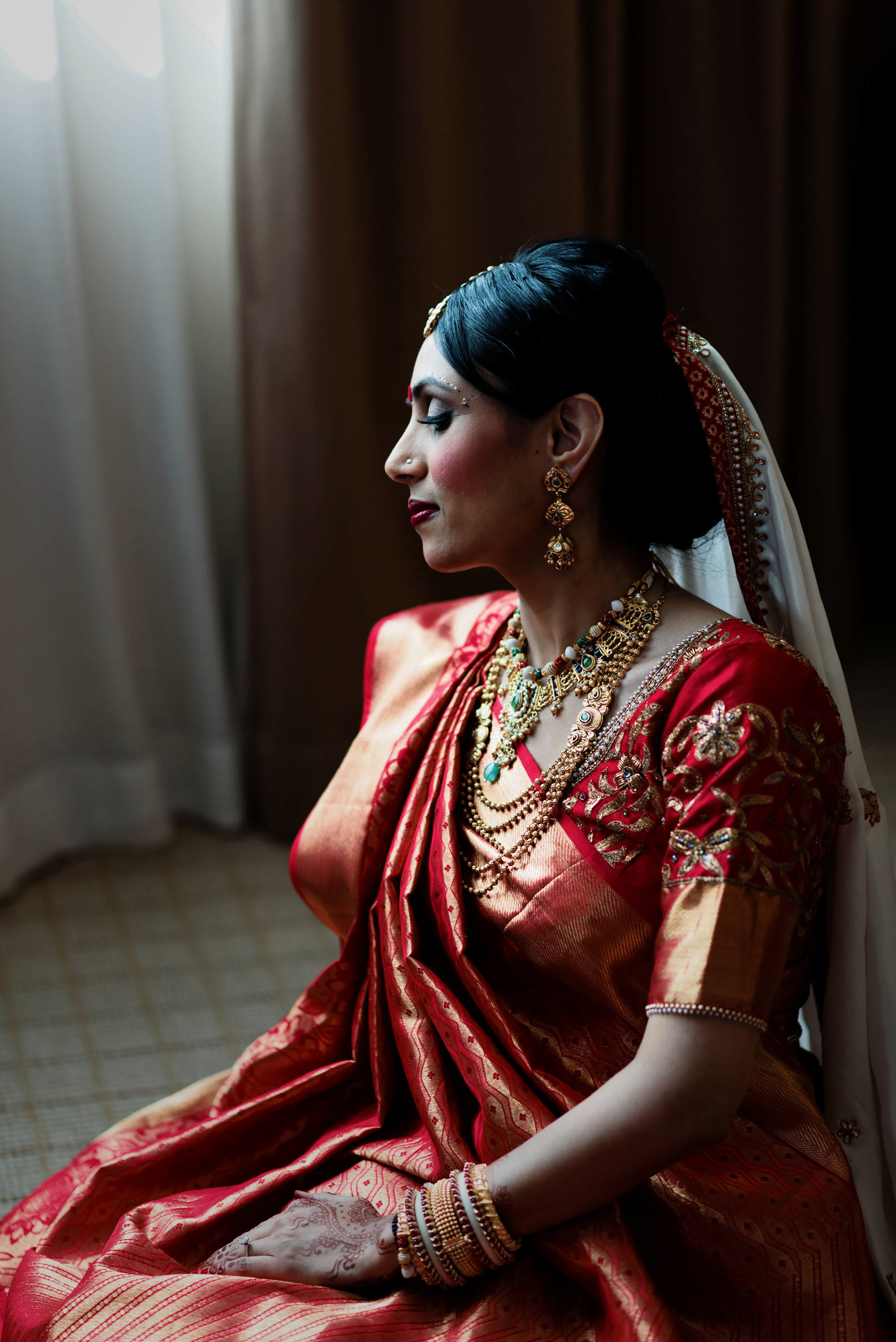 bride looks stunning in her south indian bridal look. Her selection of jewelry, dupatta and Kanjeevaram silk saree complements her overall look entirely. You can't help but adore her!