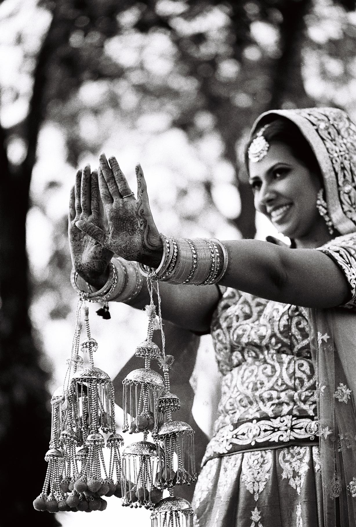 Sim's chooda & kalire were fine designs. Chooda & kalire plays a great significance in sikh & punjabi wedding.