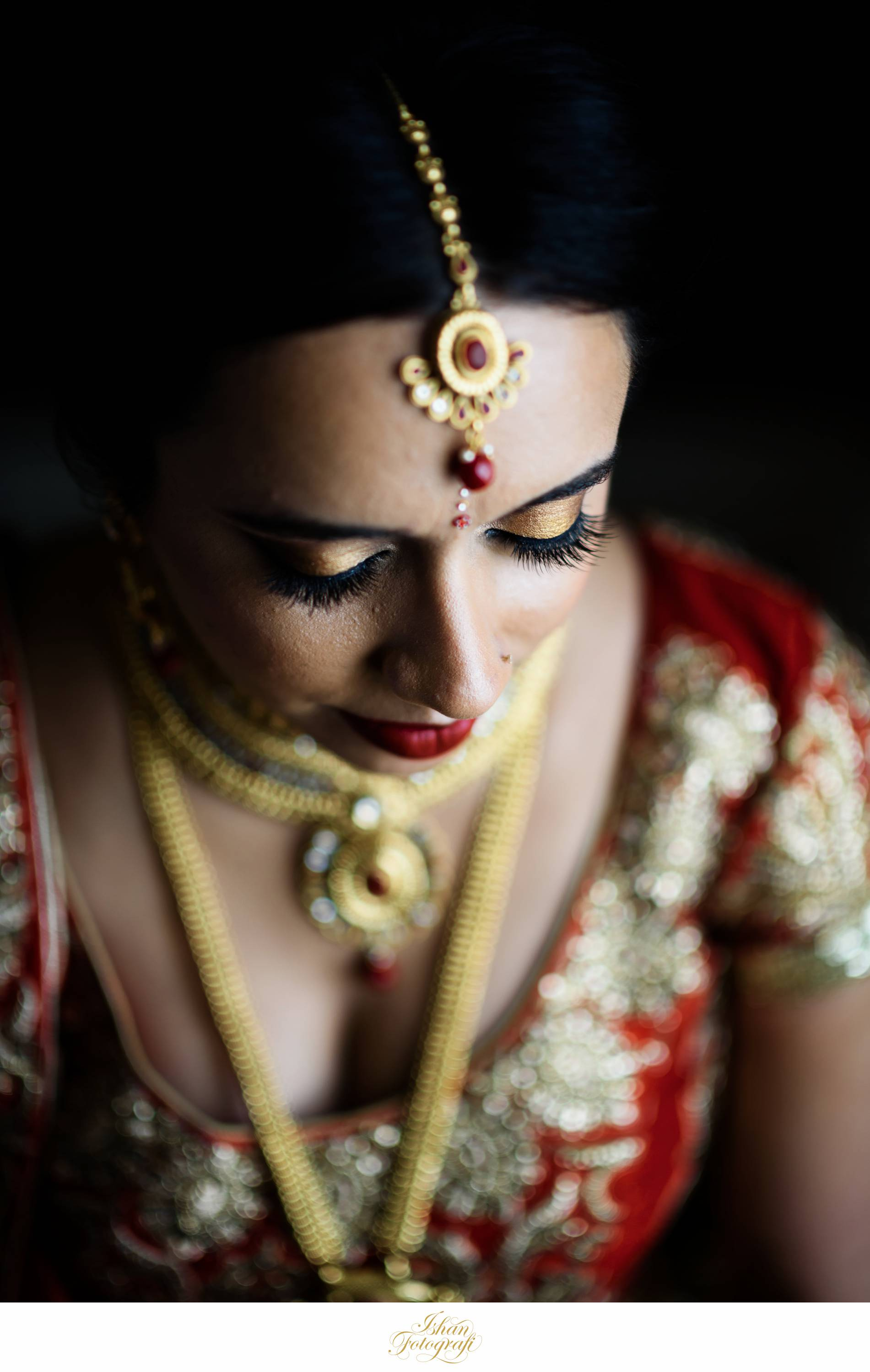 Our bride looked amazing with the bridal tikka.