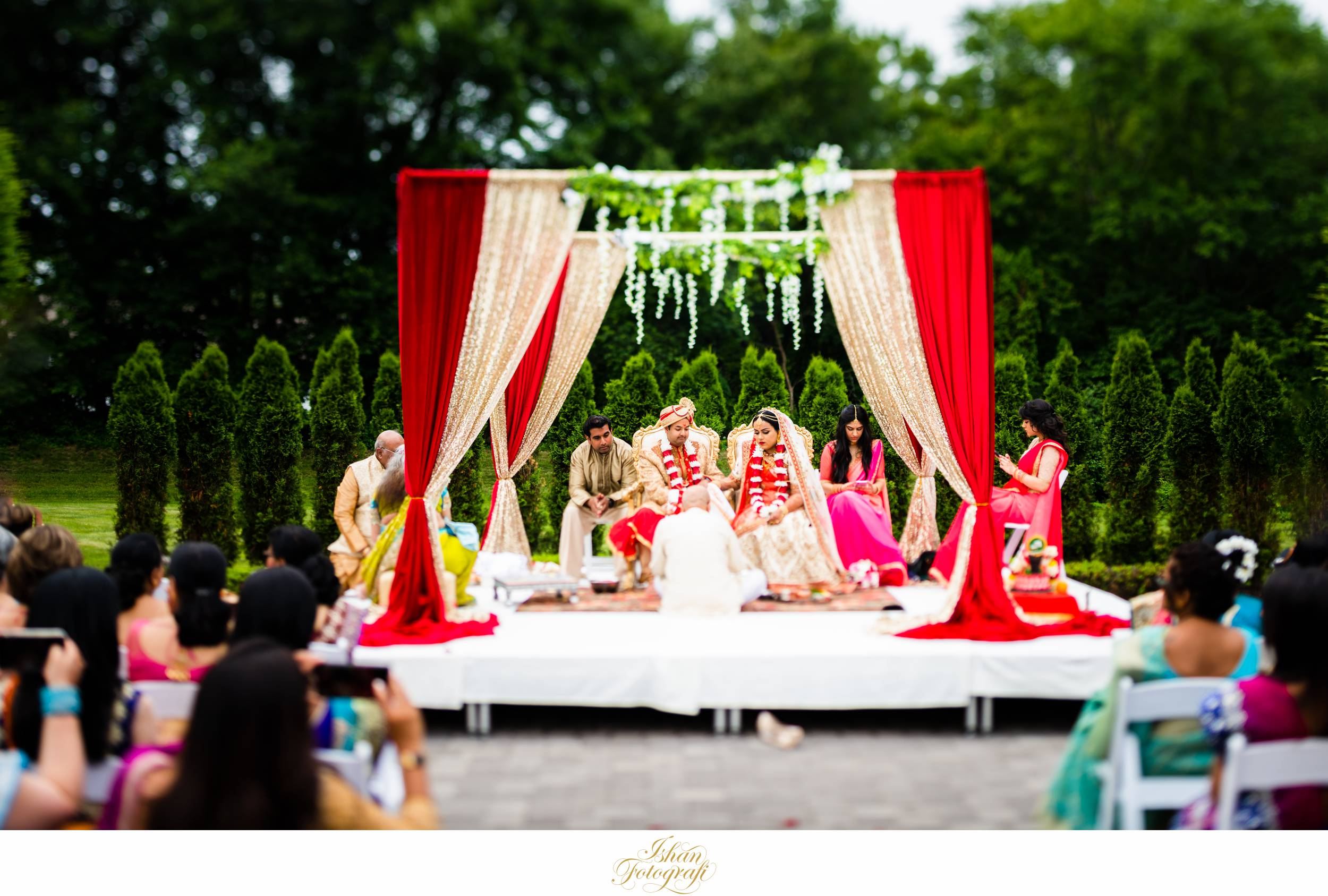 outdoor-wedding-ceremony-aqua-turf-club