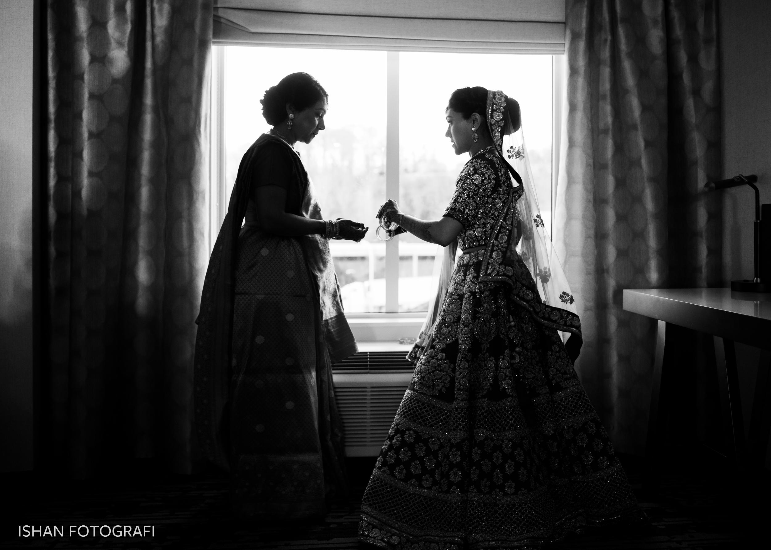 bride-getting-ready- leonard's-palazzo