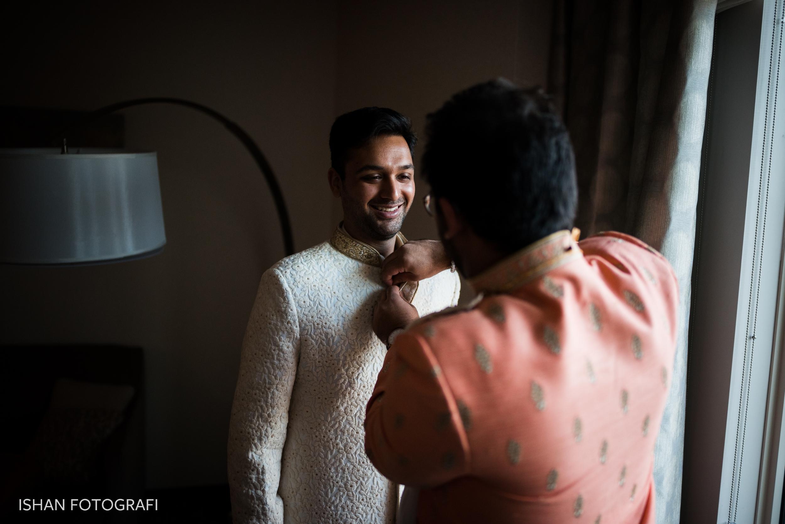 groom-getting-ready-leonard's-palazzo