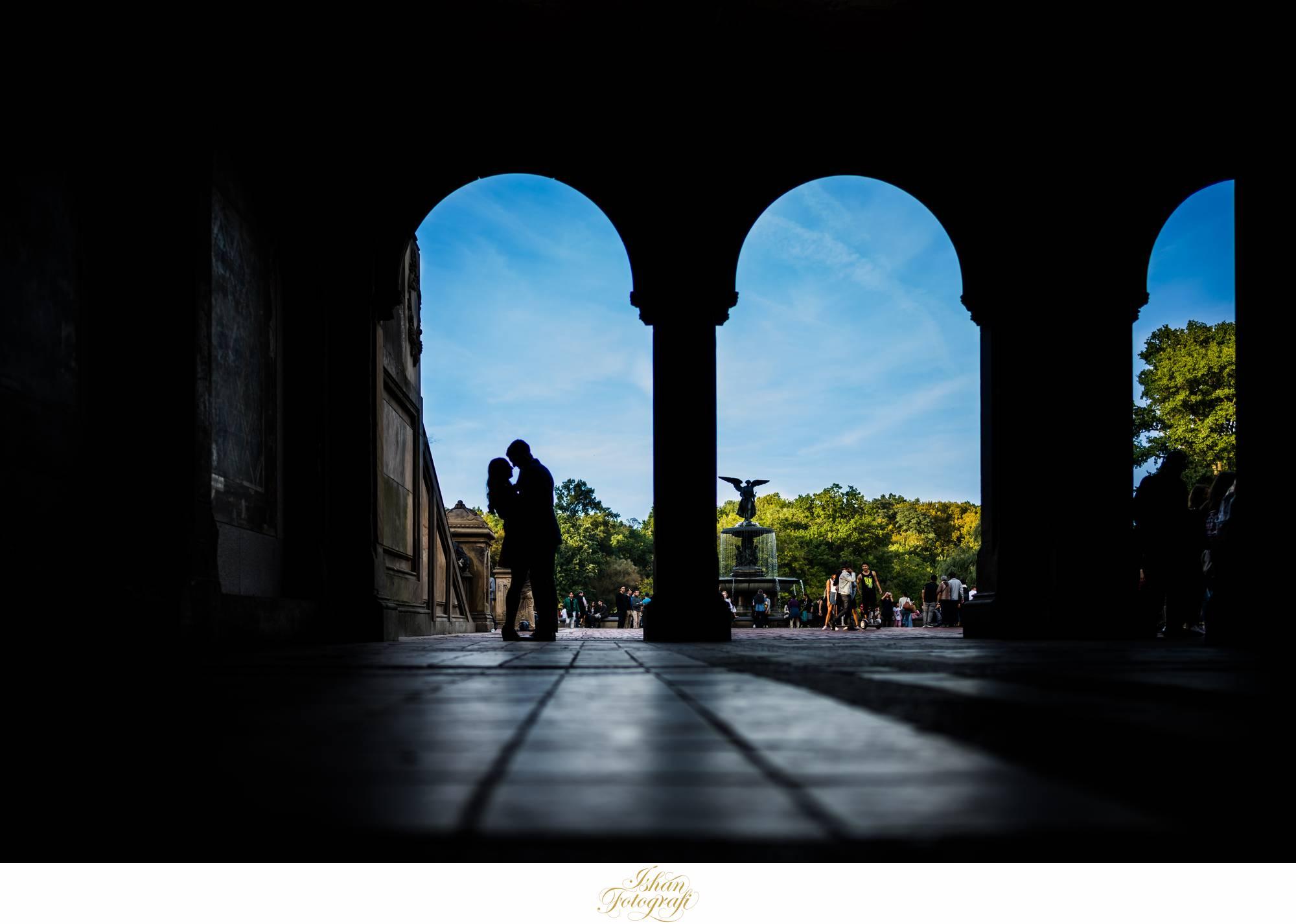 bethesda-fountain-central-park-engagement-photos