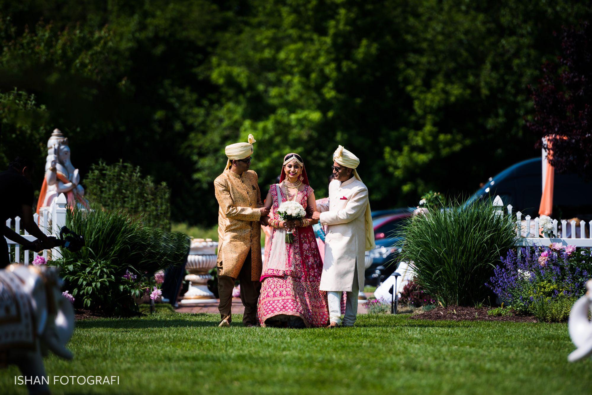 outdoor-wedding-kent-manor-inn