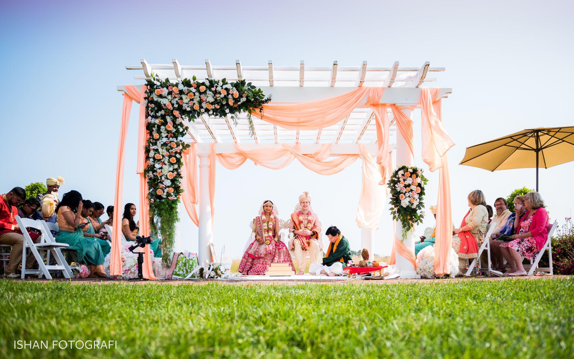 outdoor-indian-wedding-ceremony-kent-manor-inn