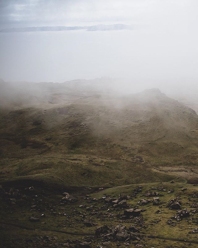 And the fog rolled in... ⠀ Views at the Old Man of Storr, Scotland 🏴