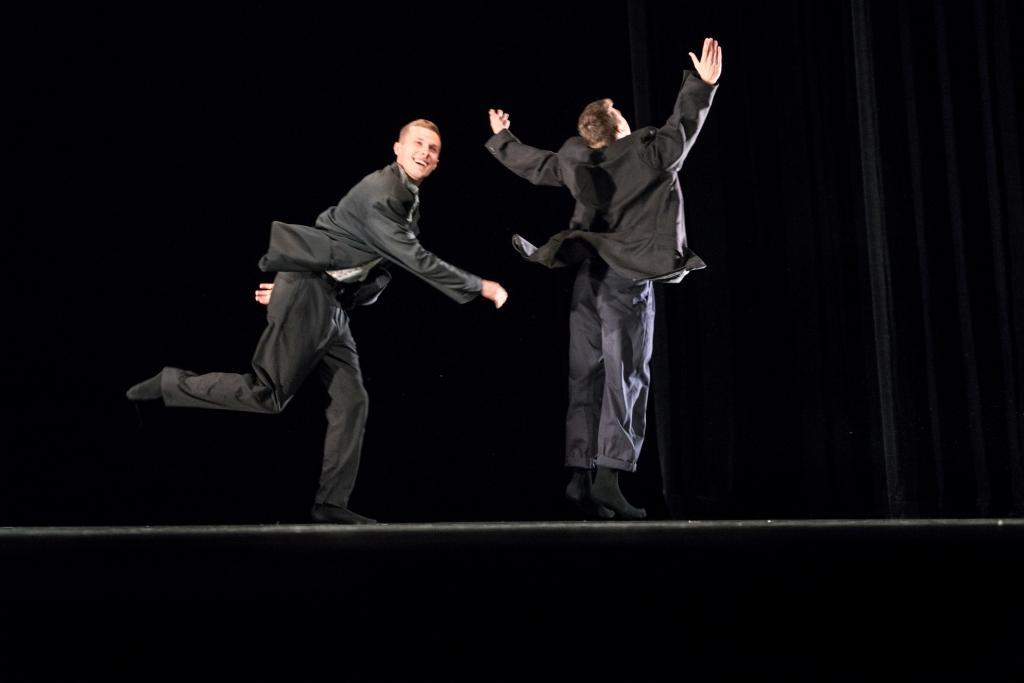 Delattre Dance Company Preis & Bundesjugendballett Produktionspreis & Publikumspreis - What goes up, Connor Scott bklein.jpg