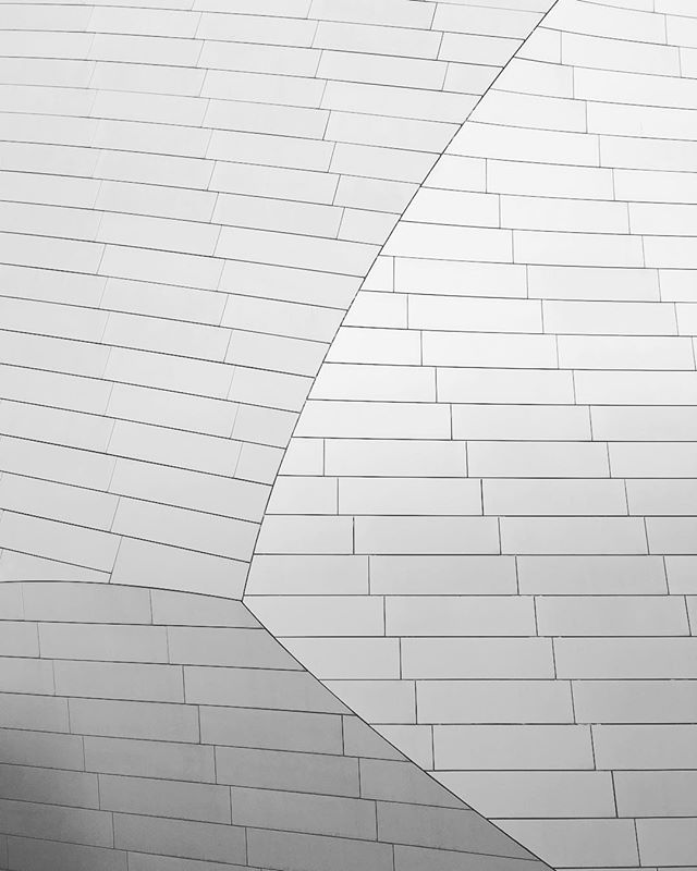 "Up close and personal with the ""iceberg"". #architecture #ceramic #white #minimalist #igers #louisvuitton #frankgehry #instaparis #vsco"