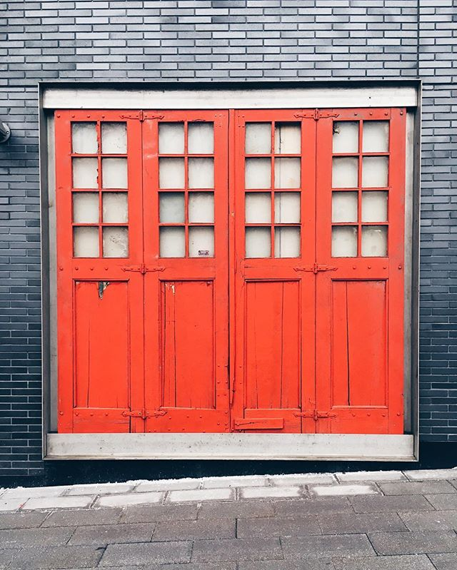 This could be a great spot for a coffee shop.  #toronto #igerstoronto #wood #door #iphone #blogto #toronto_insta #vsco #vscocam #citylife