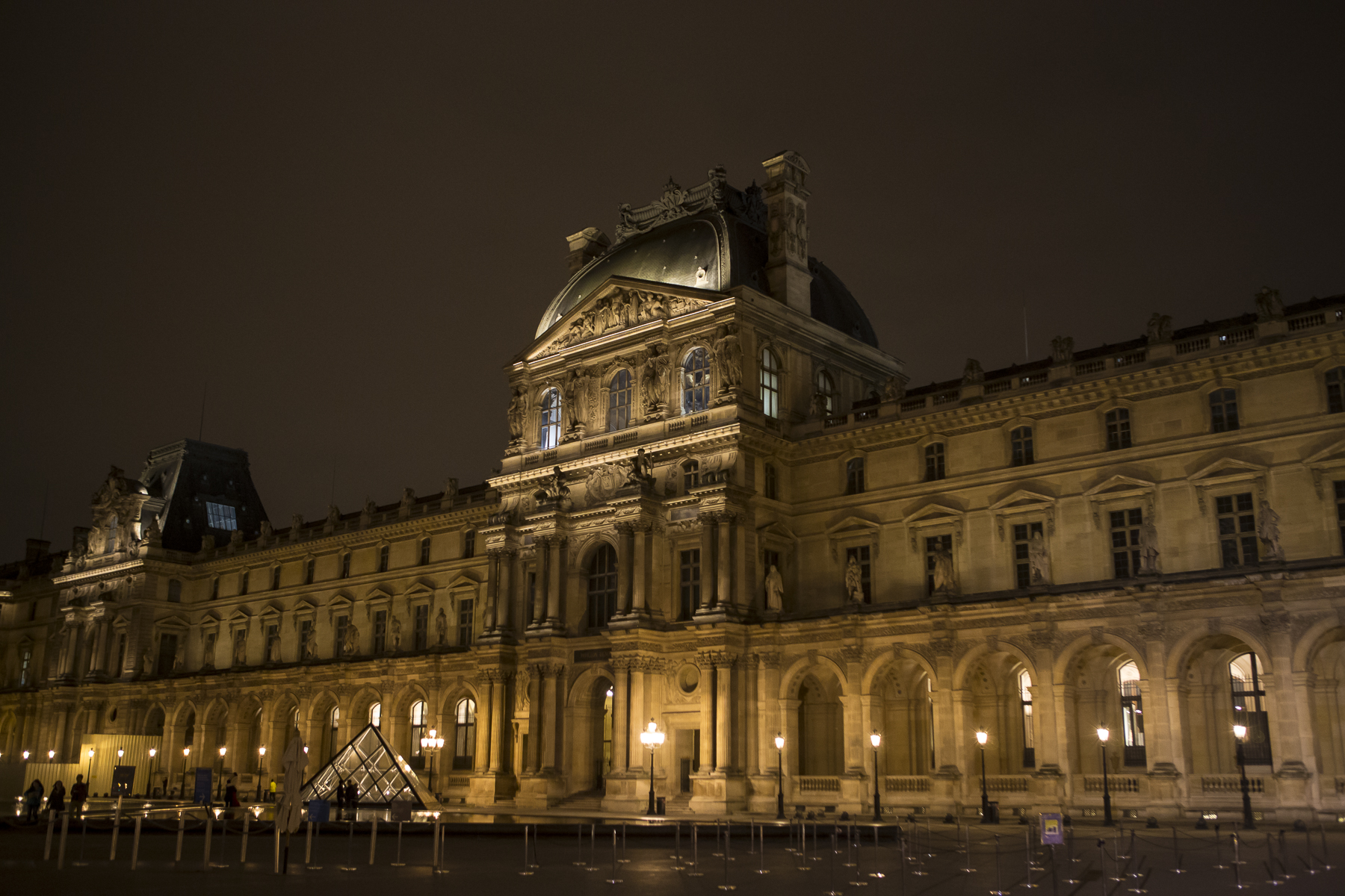 Louvre at night-4.jpg