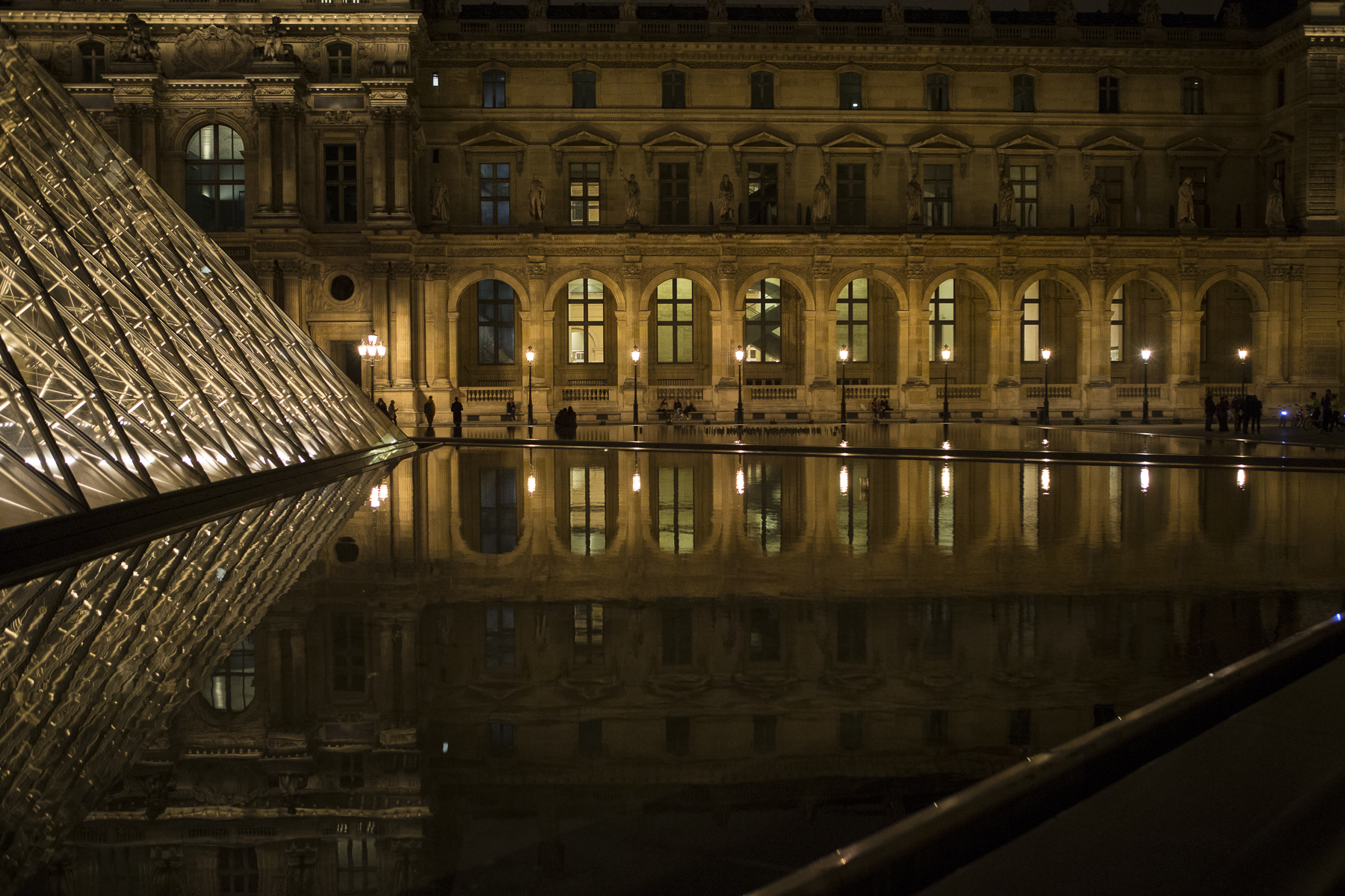 Louvre at night-6.jpg