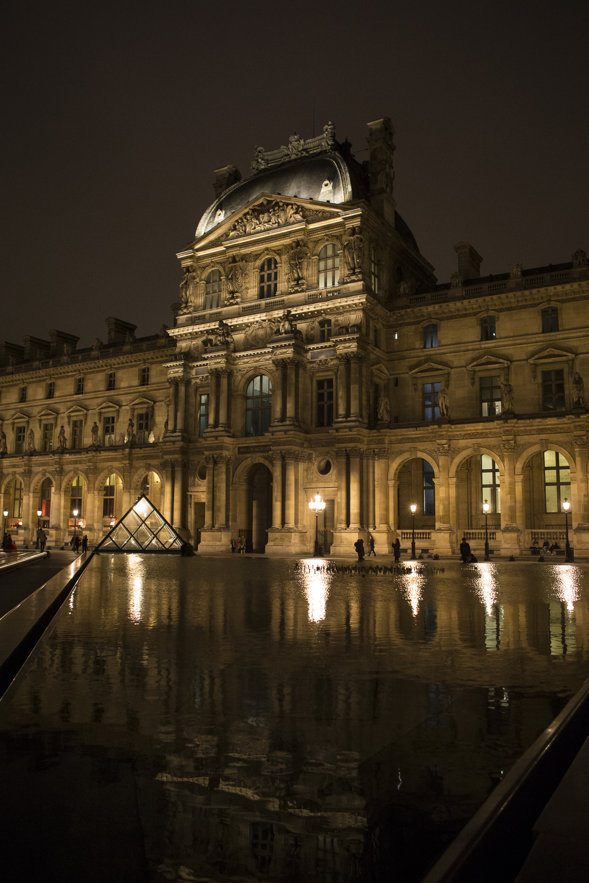 Louvre at night-8.jpg