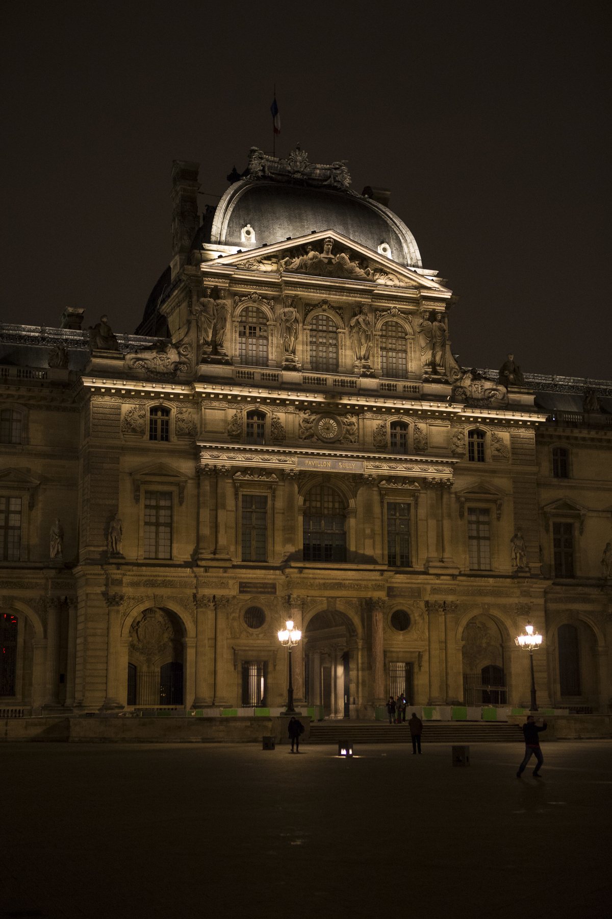 Louvre at night-10.jpg
