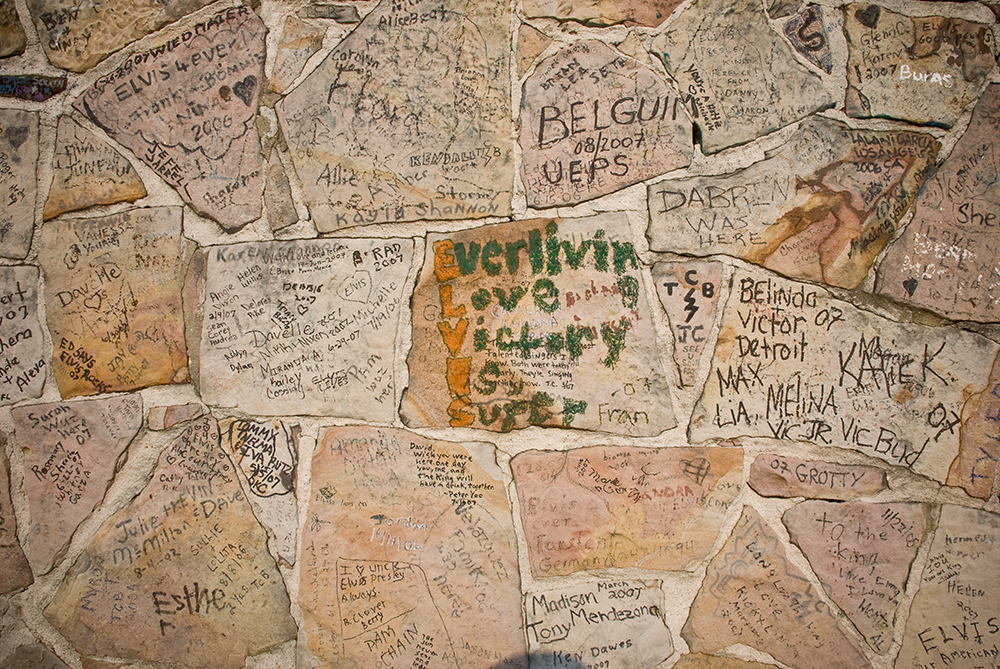 Tributes on the wall surrounding the home of the King, Graceland.
