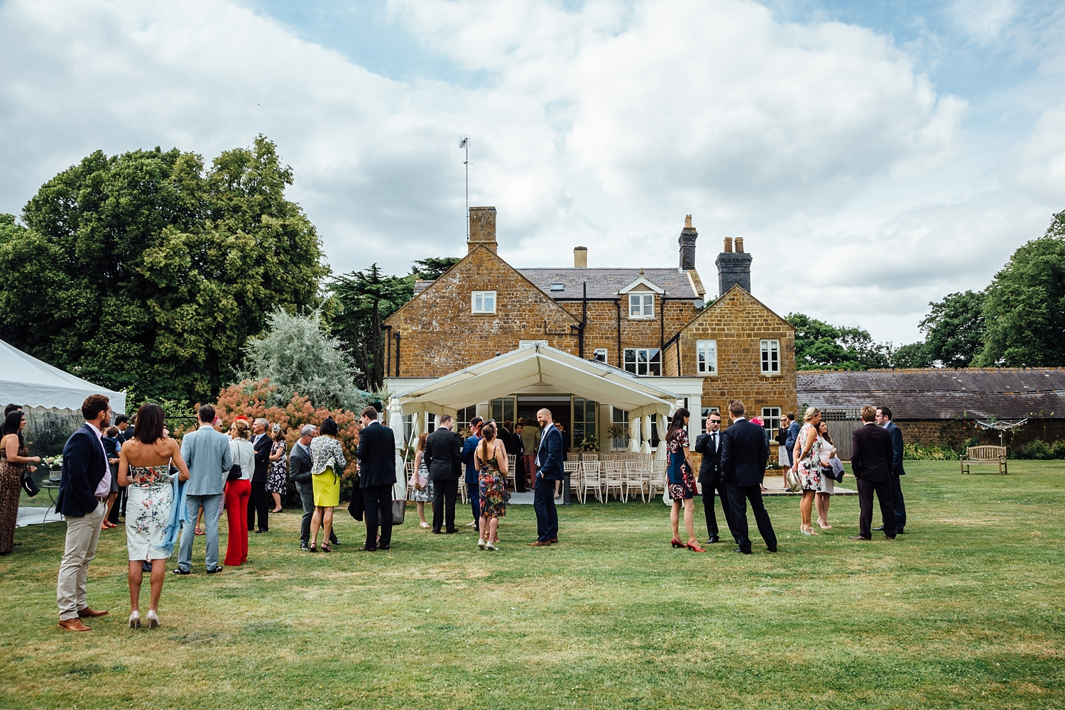 alexvictor-blog-natural-fun-relaxed-documentary-charlotte-jopling-wedding-photography-northamptonshire-home-garden-country-summer-19.jpg