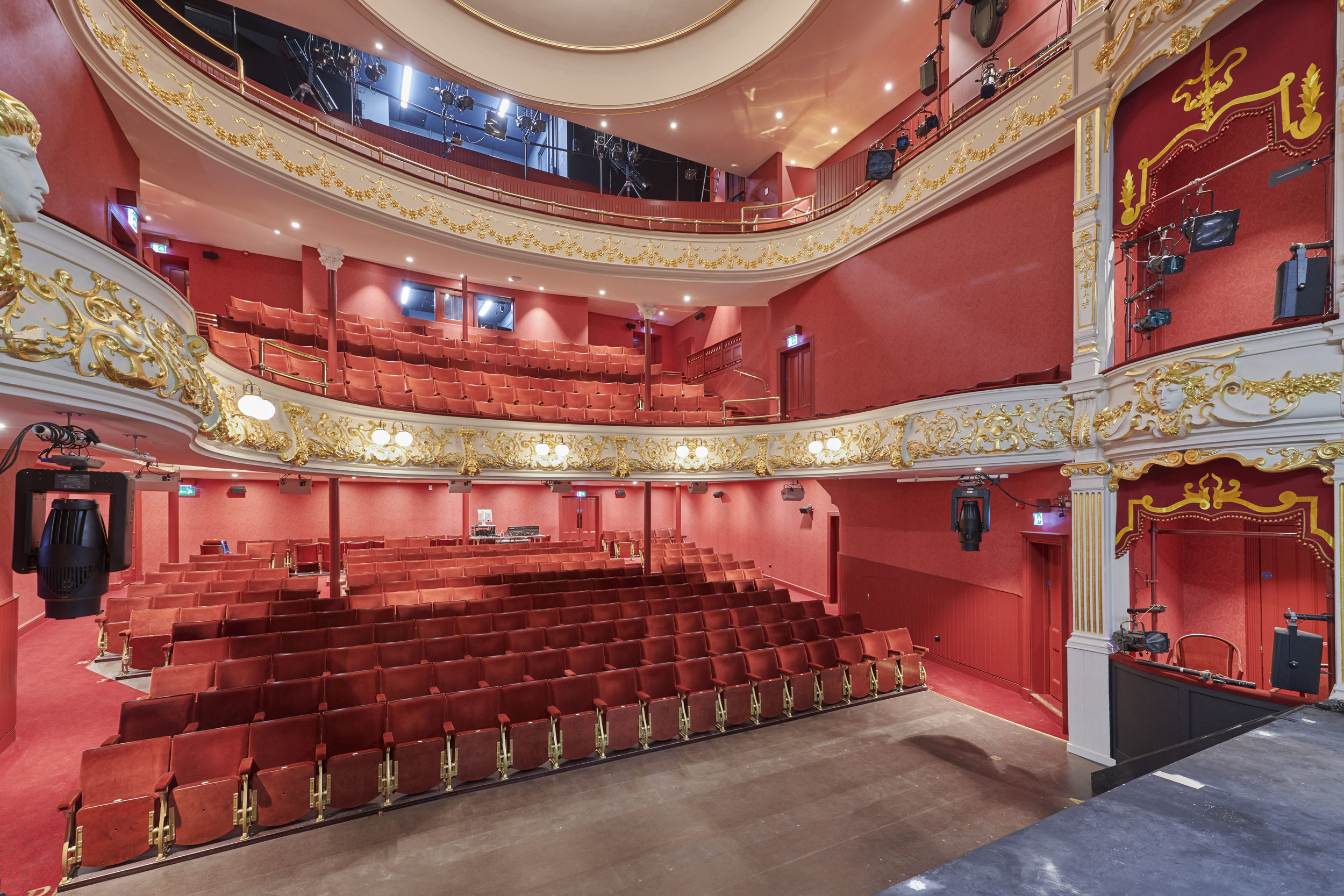 Perth Theatre for Johnstones Paints