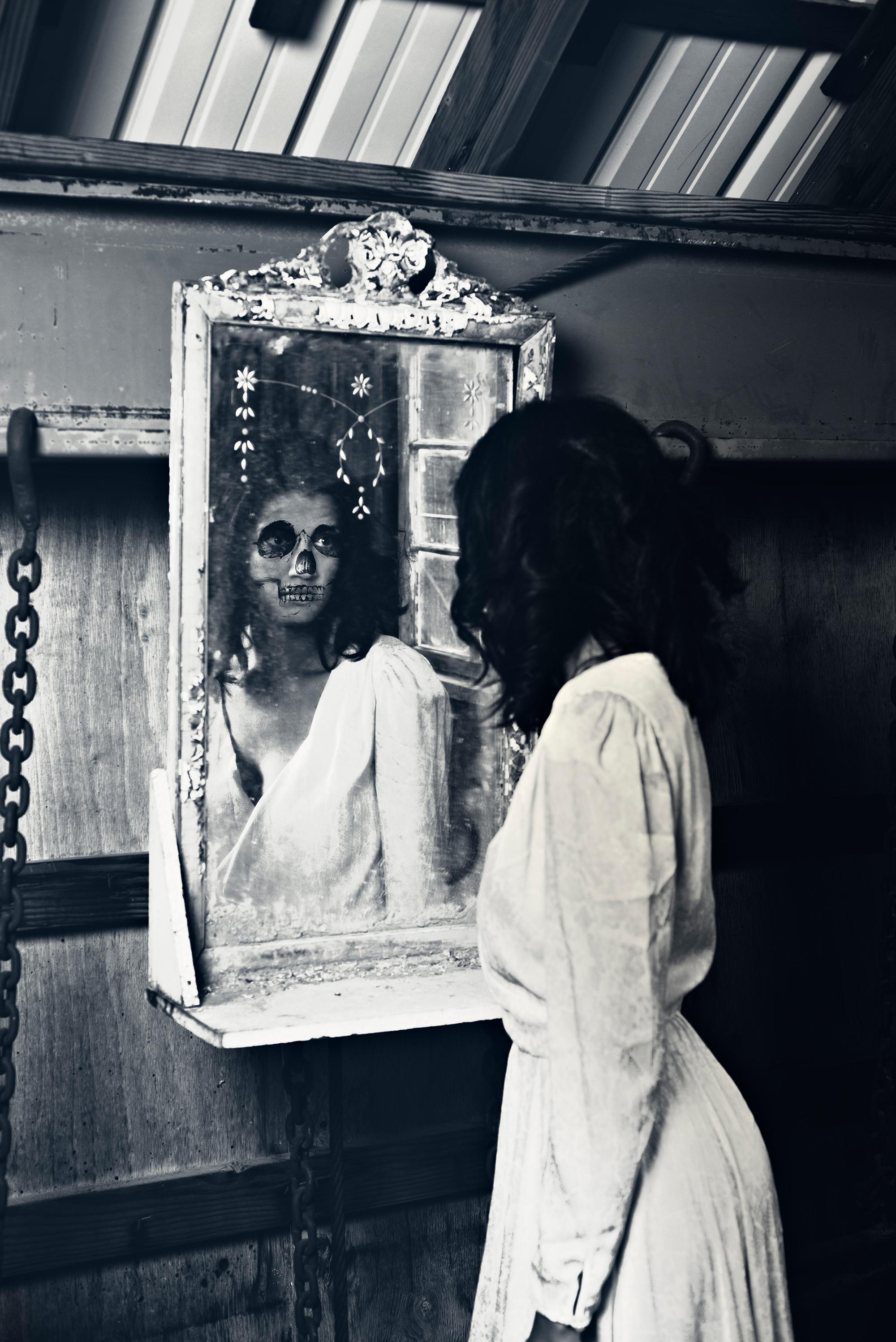08.19.17_massive_mirrorcloseup.jpg