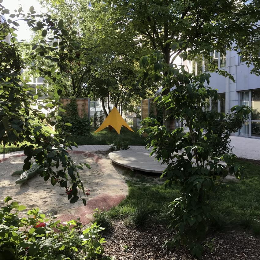 Tipizelt für Kinder: Aufbau des Prototyps im Garten des KiClub Leo