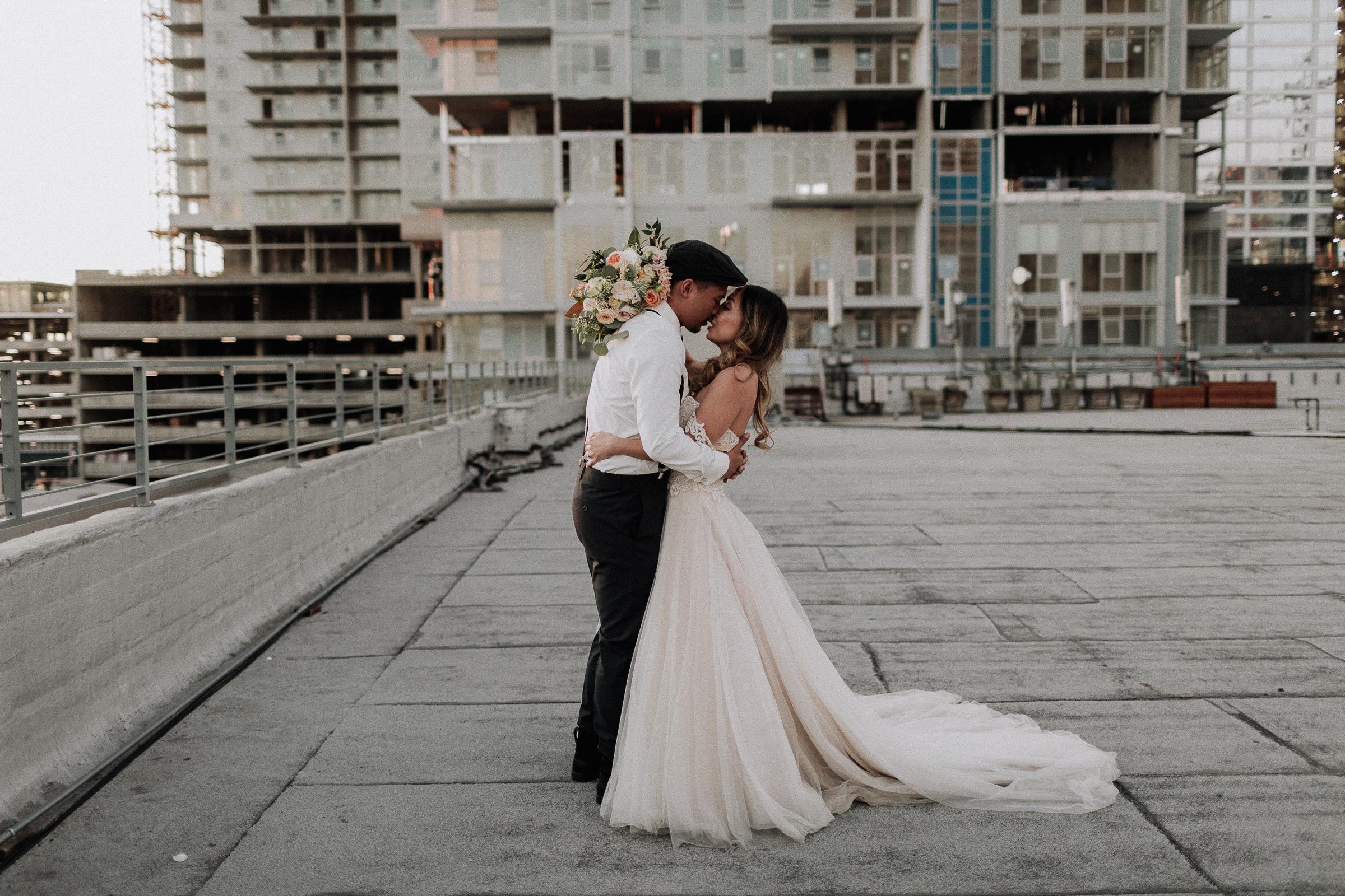 Gretchen Gause Photography | Los Angeles Hudson Loft Wedding #hudsonloft #laweddingphotographer #DTLA #weddingplanning #romanticwedding #rooftopwedding #weddingphotography #weddingdress #sunsetphotos