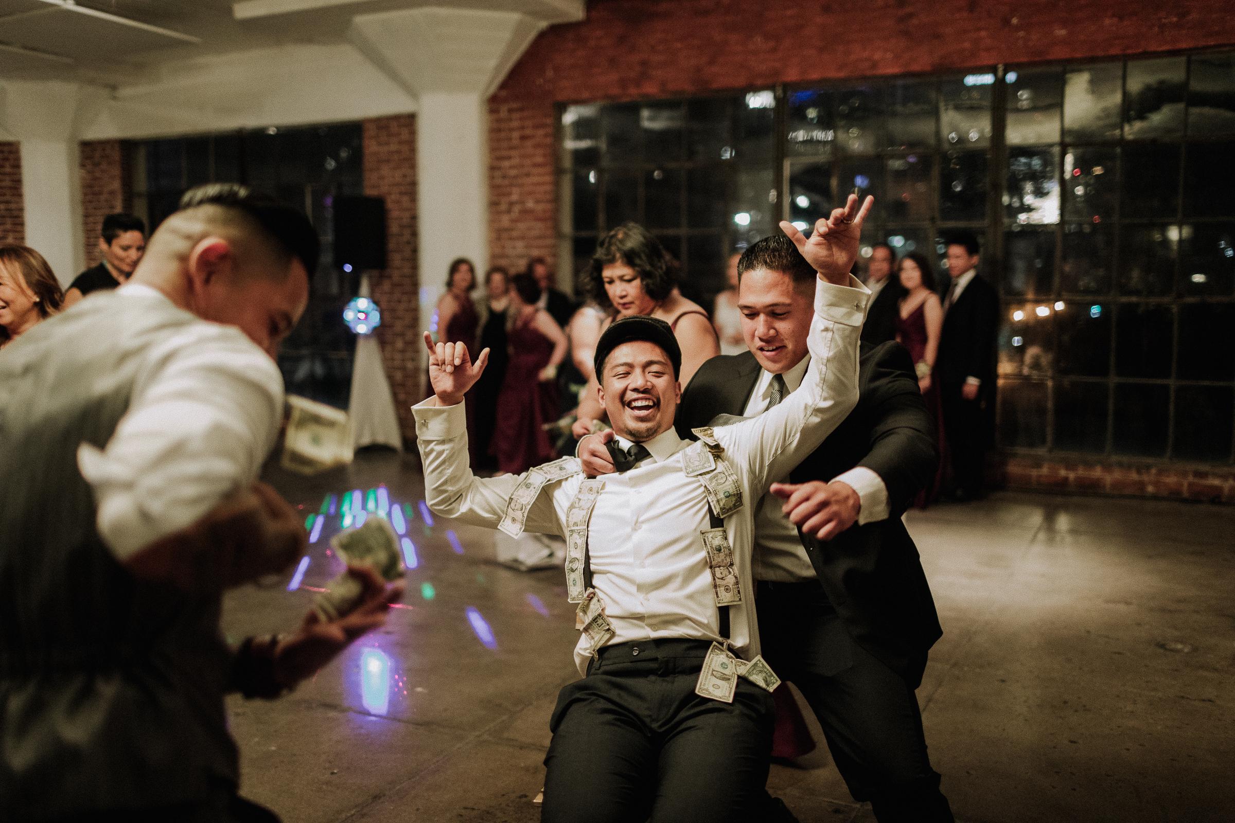 Gretchen Gause Photography | Los Angeles Hudson Loft Wedding #hudsonloft #laweddingphotographer #DTLA #weddingplanning #romanticwedding #rooftopwedding #weddingphotography #weddingdress #moneydance