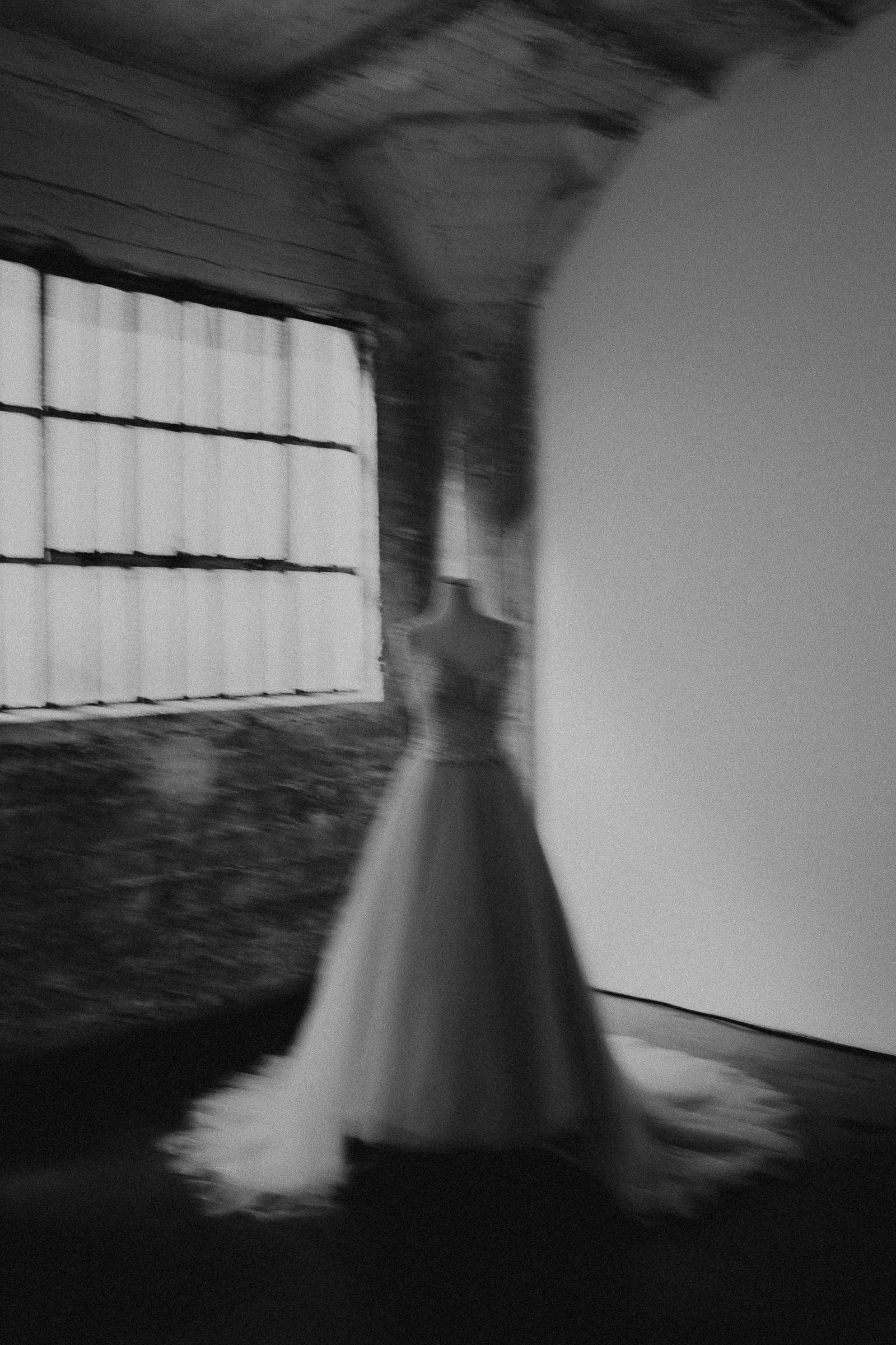 Gretchen Gause Photography | Los Angeles Hudson Loft Wedding #hudsonloft #laweddingphotographer #DTLA #weddingplanning #romanticwedding #rooftopwedding #weddingphotography #weddingdress
