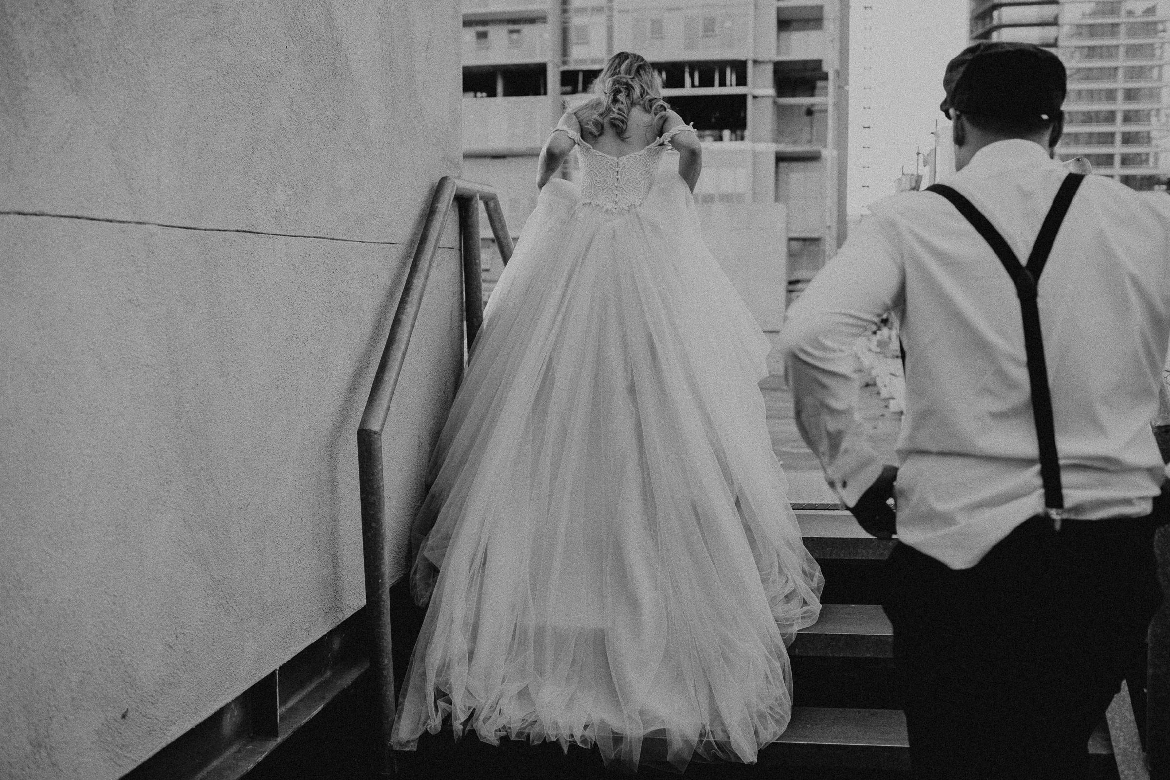 Gretchen Gause Photography | Los Angeles Hudson Loft Wedding #hudsonloft #laweddingphotographer #DTLA #weddingplanning #romanticwedding #rooftopwedding #weddingphotography #weddingdress #brideandgroom