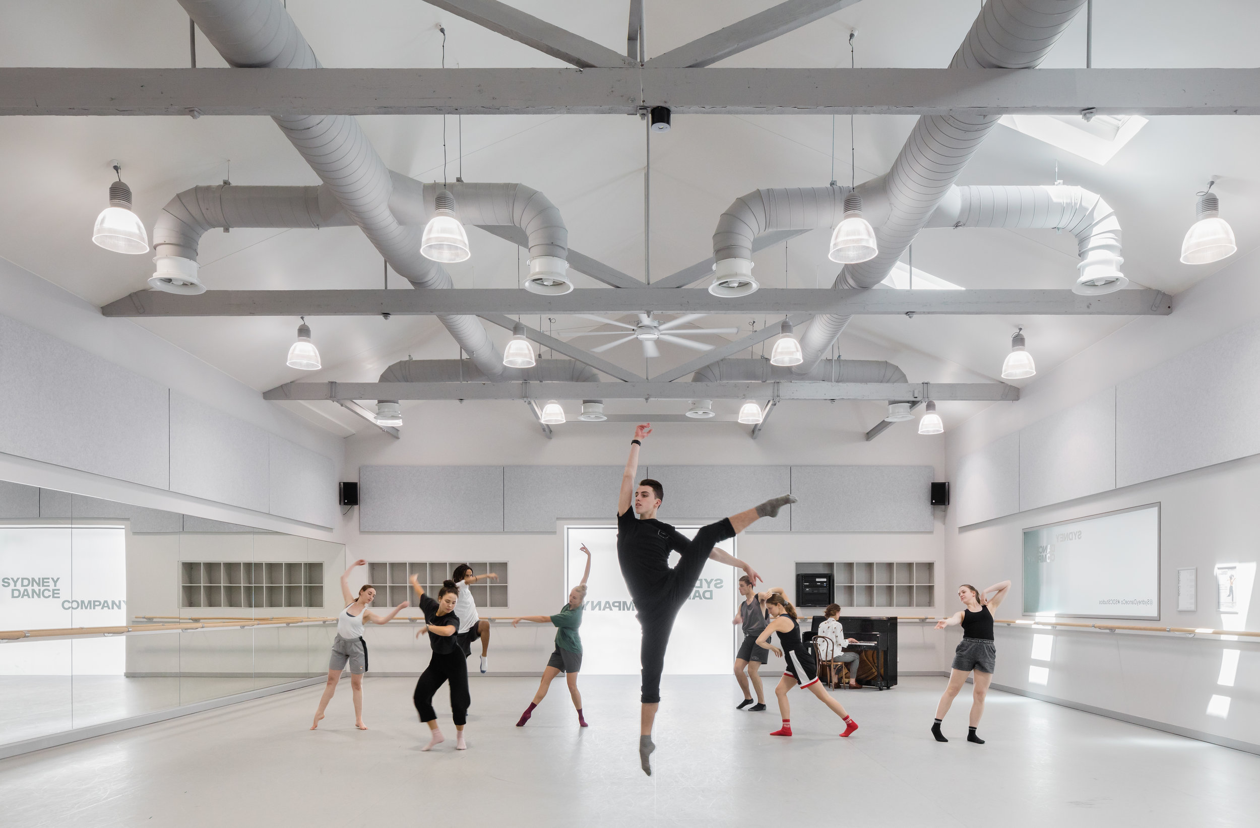 3114-interior_Sydney Dance Company Rehearsal Studios_ Dunn+HIllam Architects_Kat Lu photography_01.jpg