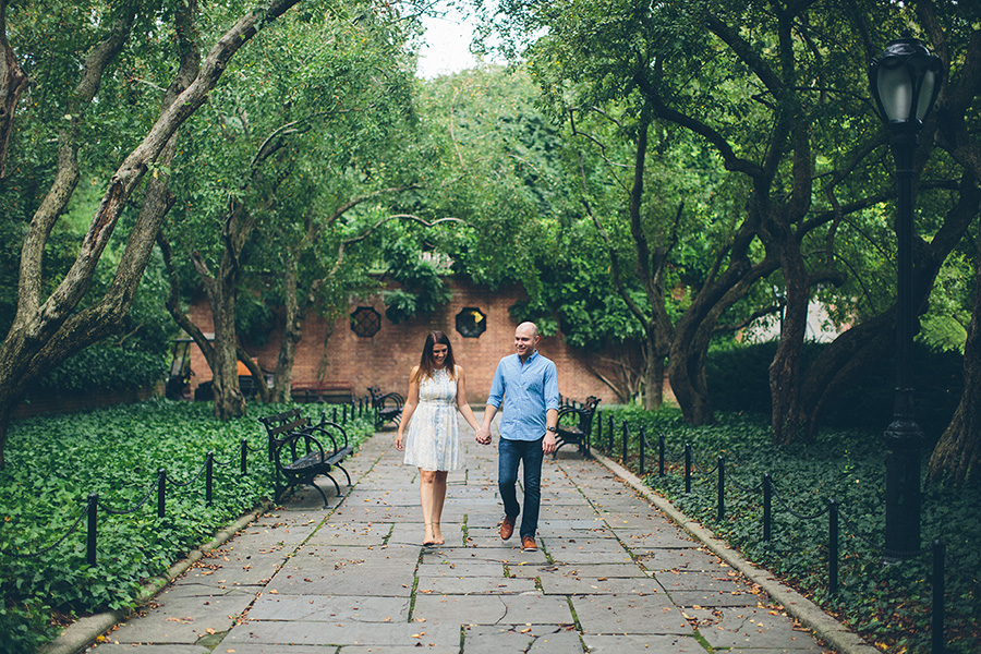 CASEY-ERIC-NYC-CENTRAL-PARK-CONSERVATORY-GARDENS-ENGAGEMENT-SESSION-CYNTHIACHUNG-0004.jpg