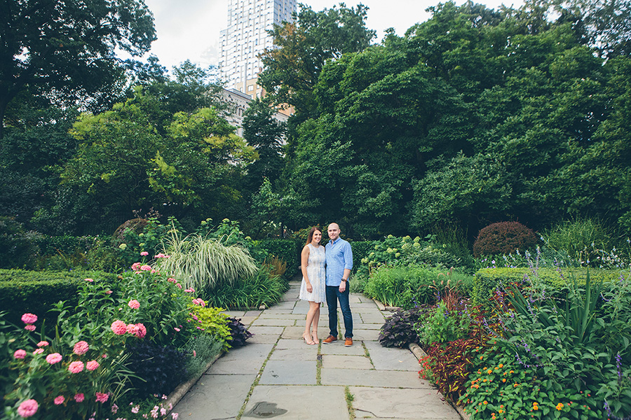 CASEY-ERIC-NYC-CENTRAL-PARK-CONSERVATORY-GARDENS-ENGAGEMENT-SESSION-CYNTHIACHUNG-0005.jpg