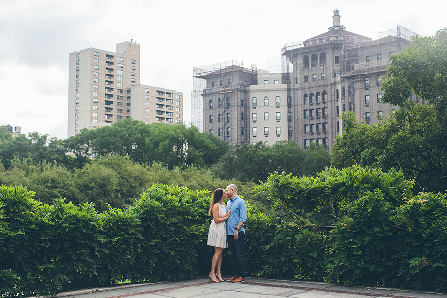 CASEY-ERIC-NYC-CENTRAL-PARK-CONSERVATORY-GARDENS-ENGAGEMENT-SESSION-CYNTHIACHUNG-0020.jpg