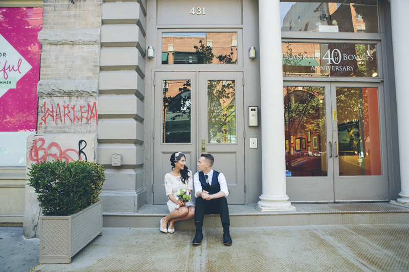 NEW-YORK-CITY-WEDDING-PHOTOGRAPHER-NY-CITYHALL-ELOPEMENT-ENGAGEMENT-PHOTOGRAPHY-INTIMATE-WEDDING-BROOKLYN-SOHO-GRAFFITI-URBAN-WEDDING-STYLE-009.jpg