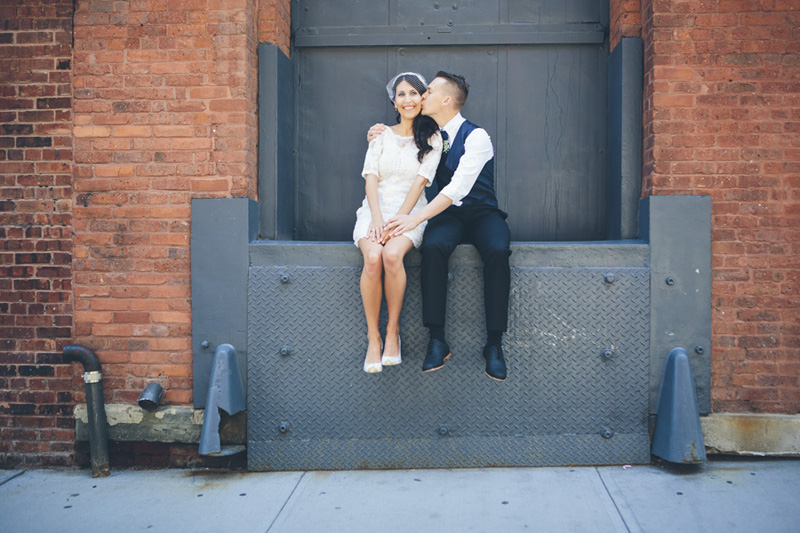 NEW-YORK-CITY-WEDDING-PHOTOGRAPHER-NY-CITYHALL-ELOPEMENT-ENGAGEMENT-PHOTOGRAPHY-INTIMATE-WEDDING-BROOKLYN-SOHO-GRAFFITI-URBAN-WEDDING-STYLE-021.jpg