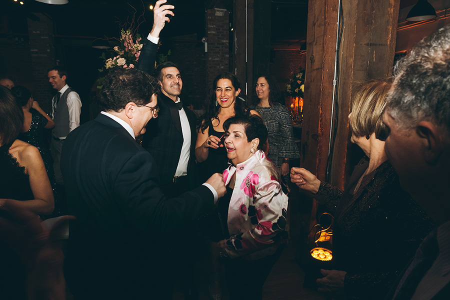 ALEXANDRA-MICHAEL-NYC-WEDDING-LIBERTY-WAREHOUSE-BROOKLYN-RECEPTION-CYNTHIACHUNG-10111.jpg