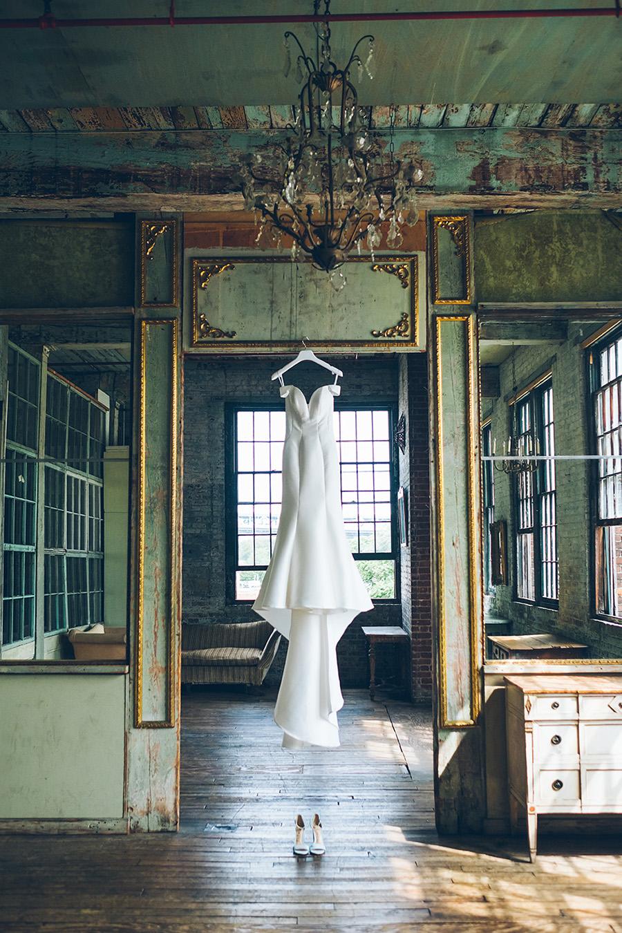 LIN-JOEY-NYC-WEDDING-METROPOLITANBUILDING-DETAILS-CYNTHIACHUNG-0038.jpg