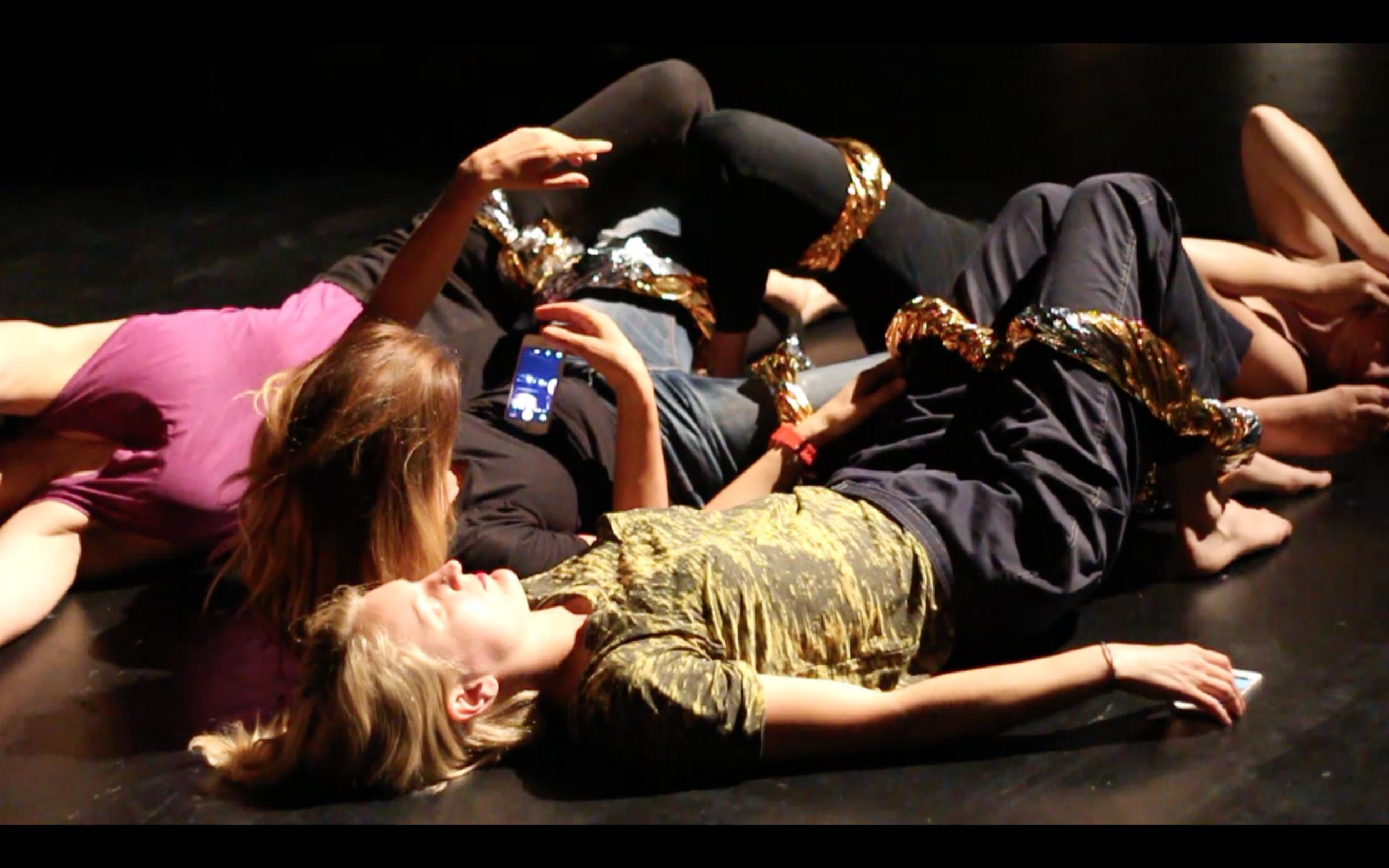 Copy of 'Messy Emergency Selfies Huddle' Andrea Haenggi