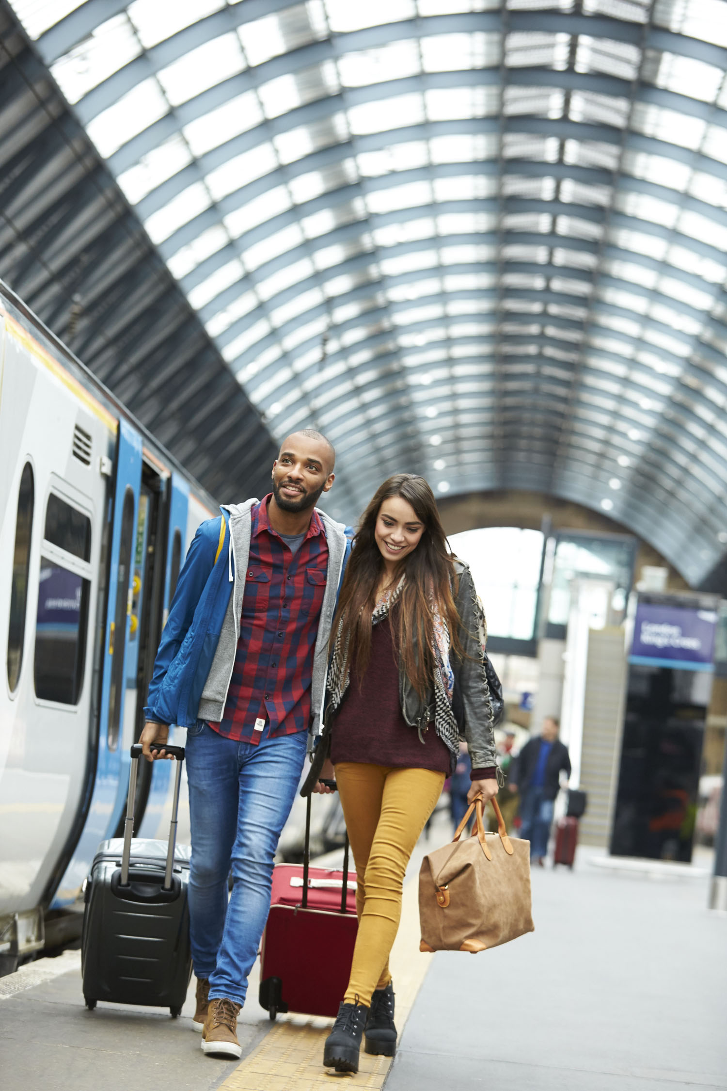 HPTCOR15040_LONDON_STATION_PLATFORM_MILLENNIALS_0062_r2.jpg