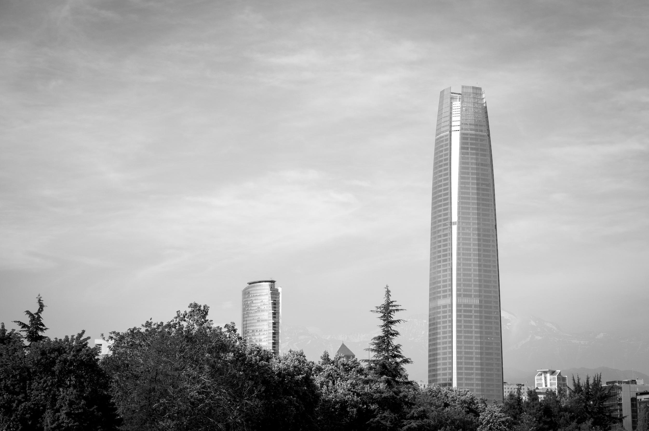 Gran Torre de Santiago, Santiago, Cesar Pelli, vista desde Puente la Concepcion.